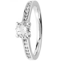 Bague solitaire diamant accompagné en Platine